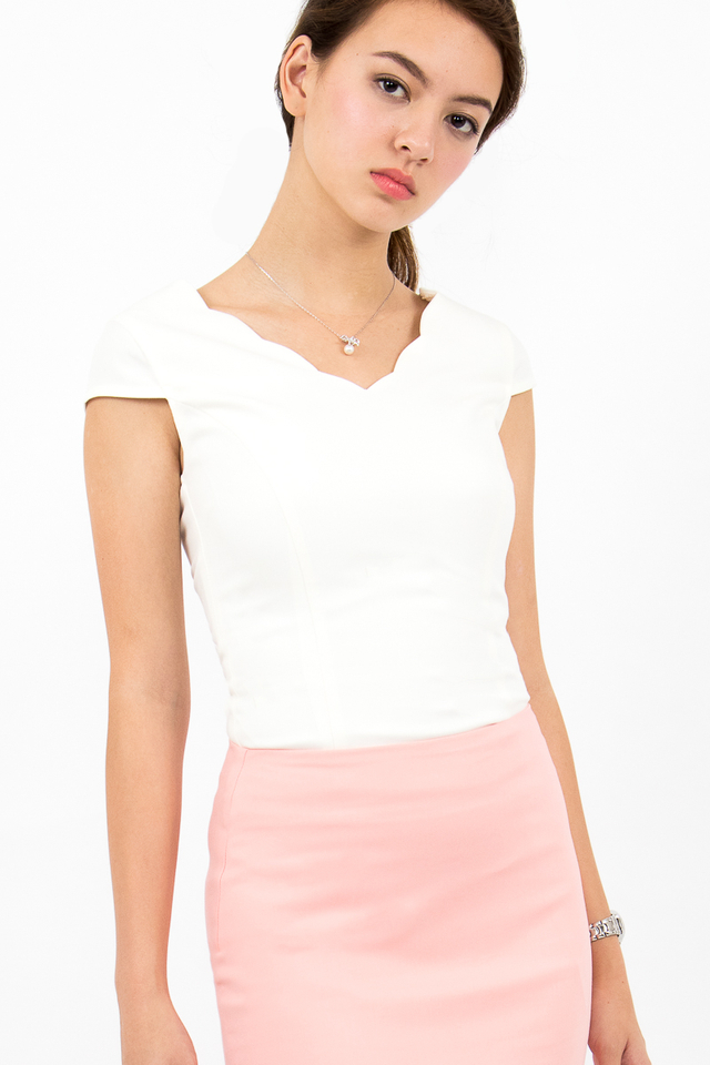 Reiley Scallop Hem Top - White